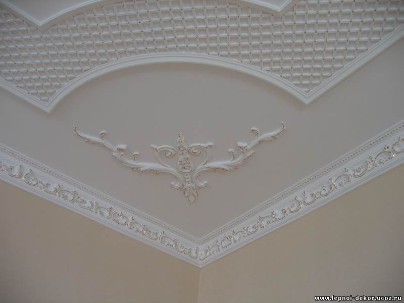 Декор на потолок из лепного декора